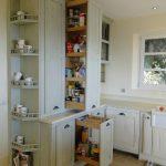 cuisine sur mesure Portes de cuisines coulissantes avec rangements sur grande hauteur